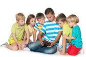 Группа детей с гаджетом — Стоковое фото