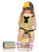 Clever little girl reads — Stockfoto