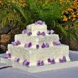 Wedding cake with roses — ストック写真