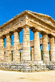 Ancient temple of Segesta in the valley — Stock Photo