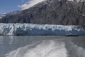Private boat near Majorie Glacier in Glacier Bay National Park in Alaska — Stock Photo