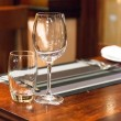 Empty glasses set in restaurant — ストック写真