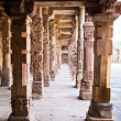 Sandstone columns at Qutab Minar, Delhi, India — Stock Photo