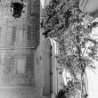 Mdina courtyard, black and white — Stock Photo