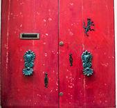 Ancient door in a house on malta island — Stock Photo