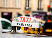 Taxi in parijs — Stockfoto