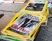 DELHI- MARCH 25, 2012: Collection of National Geographic Magazines on Mar. 25, 2012 in Daryaganj, Old Delhi Sunday market — Stock Photo
