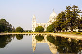 Victoria Memorial reflected in lake. Kolkata — Photo