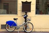Bicicleta municipal en el estacionamiento en marsella — Foto de Stock