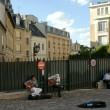 PARIS, FRANCE - AUGUST 26: Street musicians in Paris on August 2 — Stock Photo
