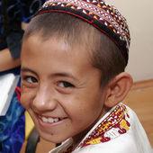 什哈巴德,土库曼斯坦-8 月 4: 不知名的亚洲男孩拉 — 图库照片