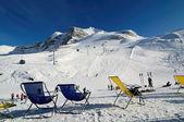 Krzesła na stoku narciarskim w dolinie zillertal hintertux, austria — Zdjęcie stockowe