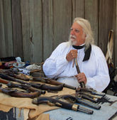 Man with old pistols at Fort Ross 200 year celebration — Stock Photo