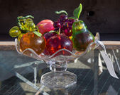Vase with glass fruits at flea market — Stock fotografie