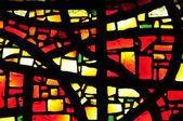 在布列塔尼的 trebeurden 教堂的彩绘玻璃窗口 — 图库照片