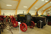 Old and historical tractors in Storlinge Motormuseum — Photo