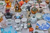 старые объекты в районе мароль блошиный рынок в брюсселе — Стоковое фото