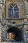 法国,在王安石的圣马丁教堂的彩色玻璃窗口 — 图库照片
