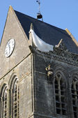 Kerk van sainte mere eglise in Normandië — Stockfoto