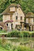 Drottning hamlet i park i versailles palace — Stockfoto