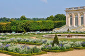 Garden of Grand Trianon in Marie Antoinette estate — Photo