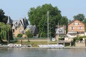 フランス、triel ・ シュル ・ セーヌ川の都市 — ストック写真