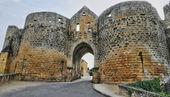France, picturesque Porte des Tours in Domme — Stock Photo