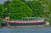 France, barge on Seine river in Triel Sur Seine — Stock Photo