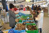 Bretagne, fish shop in the market of Pornichet in Loire Atlantiq — Stock Photo