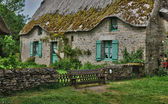 Bretagne, old thatched cottage in Saint Lyphard — Stock Photo