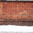 Brick wall and snow — 图库照片