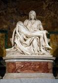 Piedad de miguel ángel buonarroti en el vaticano - italia — Foto de Stock