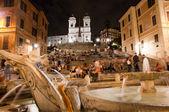 Night view at Piazza di Spagna fountain and trinita dei Monti Ro — Stock Photo