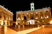 пьяцца дель campidoglio в ночь - рим - италия — Стоковое фото