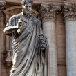 St Peters statue at St Peters Basilica in Vaticano - Italy — Stock Photo