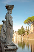 Lady worker statue in canopo at Villa Adriana - Roma — Stock Photo