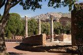 Riuns kolumny i widok miasta tivoli od villa adriana w roma — Zdjęcie stockowe