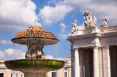 Fountain in St Peters Square at Vaticano - Rome — Stock Photo