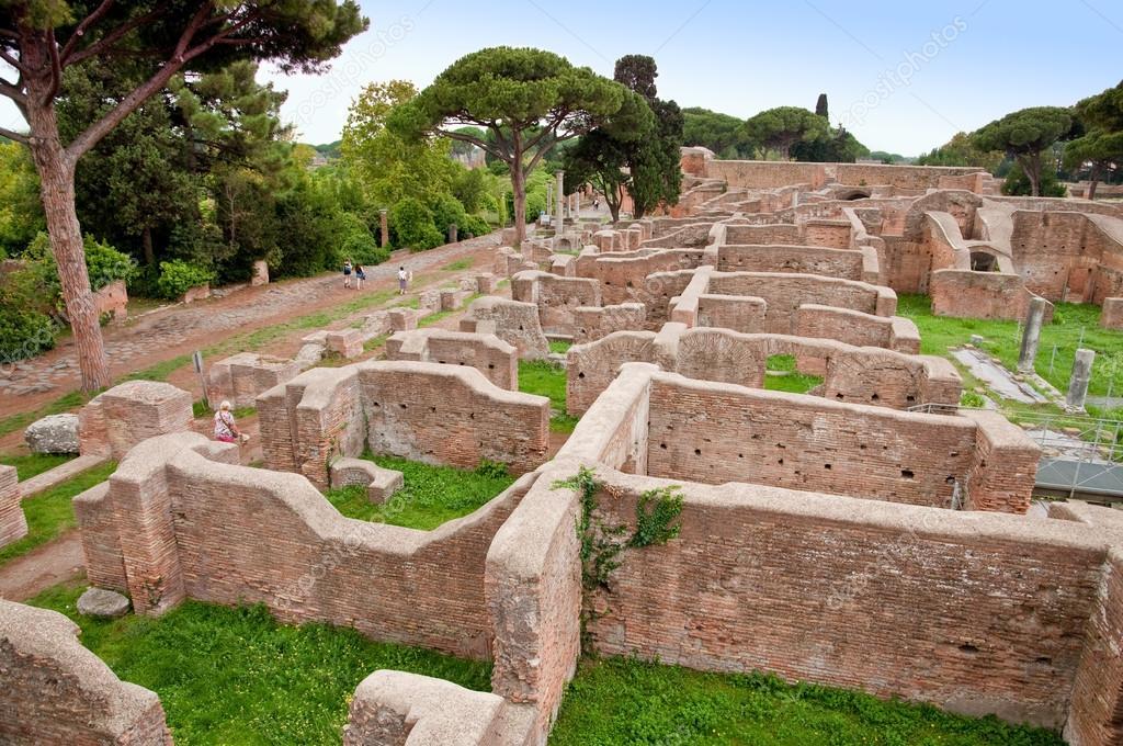 Ruines de thermes de neptune ostie rome photographie for Terme ou therme