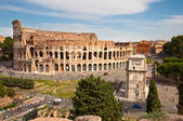 Colosseo and arc of Constantine from Roman forum at Rome — Stock Photo