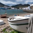 Row boat with rope docked on Cadaques beach — ストック写真