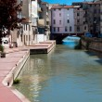 Le Pont des marchands over Canal de la Robine at Narbonne in Fra — Stock Photo #37140763