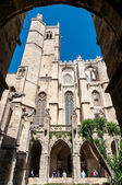 Saint Just Cathedral sight between arcs in cloister at Narbonne — Stock Photo