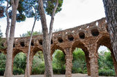 Viaducto arcs and trees in Park Guell at Barcelona — Stock Photo