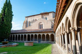 Courtyard and arcs of St Hilaire abbey at Aude — Stock Photo