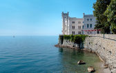 Miramare castle and sea sight from main entrance — Stock Photo