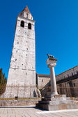 Belfry and Roman wolf at Basilica di Aquileia — Stock Photo