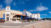 Panoramic view of Frane Petrica square and clock tower in Cres — Stock Photo
