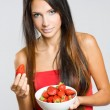 Attractive brunette woman with fresh strawberries. — Stock Photo