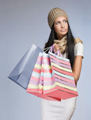 Elegantní mladá žena shopper. — Stock fotografie